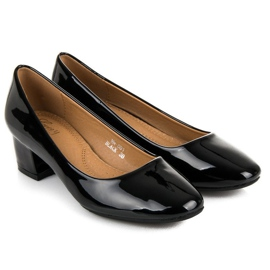 Lovery Lacquered pumps with low heels black 1