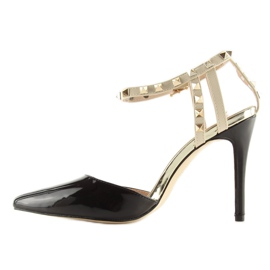 Black Pumps with studs black At 6