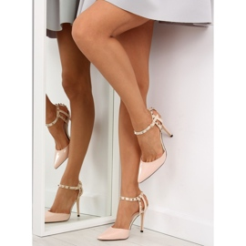 Pumps on studs with beige At 3