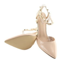 Pumps on studs with beige At 2