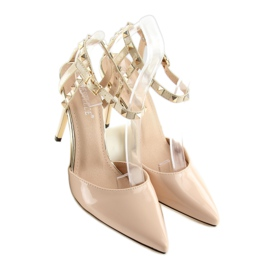 Pumps on studs with beige At 4