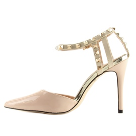 Pumps on studs with beige At 5
