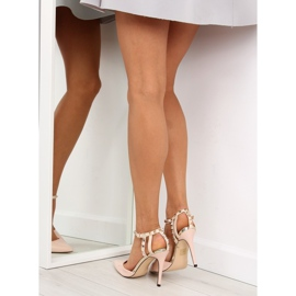 Pumps on studs with beige At 6