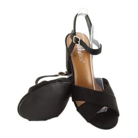Wide-heeled black sandals 100 4