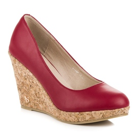 Pumps on wedge vices red 1