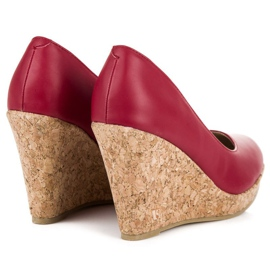 Pumps on wedge vices red 6