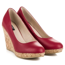 Pumps on wedge vices red 7
