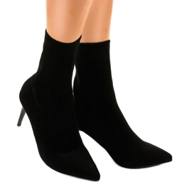 Black boots on the LL-103P heel 1