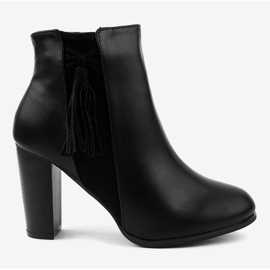 Black ankle boots with F880 fringes 2
