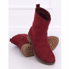 Boots on the maroon 8B905 Wine protector red 1