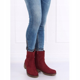 Boots on the maroon 8B905 Wine protector red 3