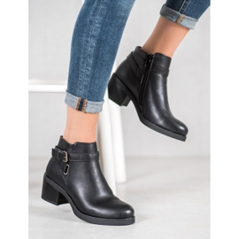 Anesia Paris Boots On A Post black 5