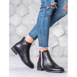 Filippo Boots with a decorative belt black 2