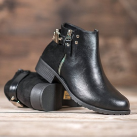 Queen Vivi Stylish women's boots black 1