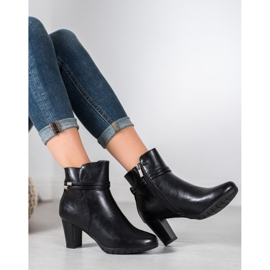 Classic boots on a post black 1