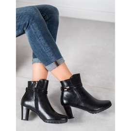 Classic boots on a post black 2