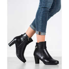 Classic boots on a post black 3