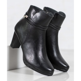 Classic boots on a post black 5