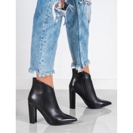 Seastar Elegant boots on a post black 5