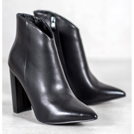 Seastar Elegant boots on a post black 2