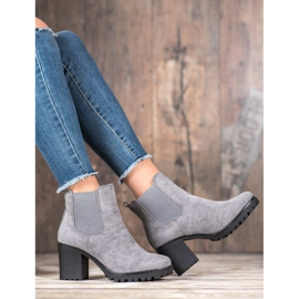 Queentina Chelsea Boots On A Bar grey 5