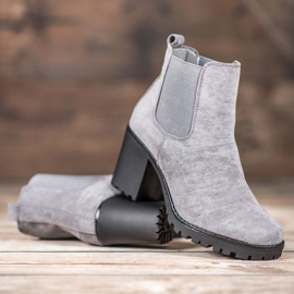 Queentina Chelsea Boots On A Bar grey 2