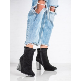 Goodin Leather Booties With A Frill black 6