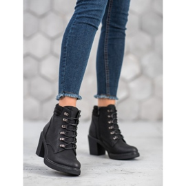 Queen Vivi Lace-up boots with eco leather black 3