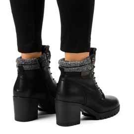 Black boots on the post with sheepskin Z129 2