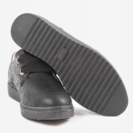 Black sneakers on the wedge H-18 2