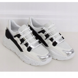 2009 Black and white women's sports shoes 1