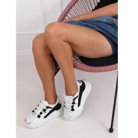 2009 Black and white women's sports shoes 3
