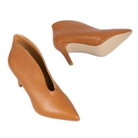 Brown slip-on boots with cutouts on the NS126P Pu pin 2