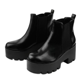 Black ankle boots with a Pardia elastic band 2