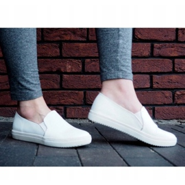 Classic Slip On TS9007 White Sneakers 1