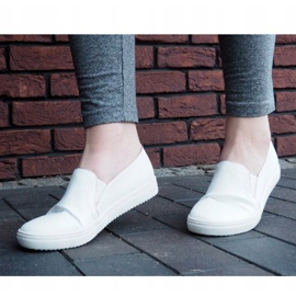 Classic Slip On TS9007 White Sneakers 2