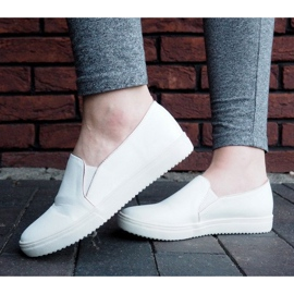 Classic Slip On TS9007 White Sneakers 3