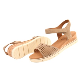 Caprice leather sandals on a wedge heel 28710 beige 3