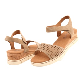 Caprice leather sandals on a wedge heel 28710 beige 2