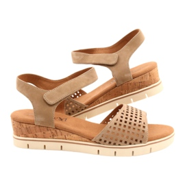 Caprice leather sandals on a wedge heel 28710 beige 5