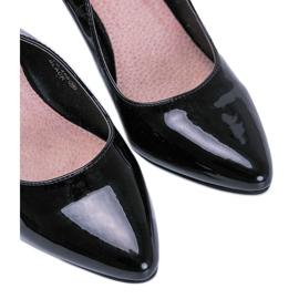 Black pumps on a Jena stiletto heel 2