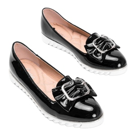 Black lacquered loafers with a Nemesise bow 2